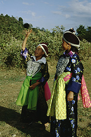 Hmong-Mädchen in traditioneller Tracht
